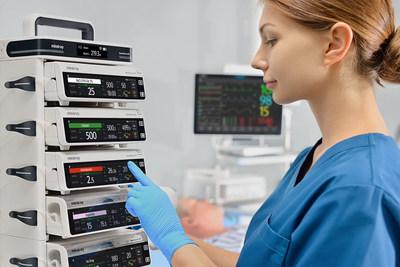 Mindray, un proveedor líder en dispositivos y soluciones médicas, ha lanzado su sistema de infusión de próxima generación BeneFusion n Series. Mediante su replanteo de la seguridad, la simplicidad, la interoperabilidad y la sinergia de datos, la BeneFusion n Series establece un nuevo estándar en la administración de infusiones.