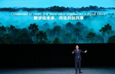 """En HUAWEI CONNECT 2020, Peng Zhongyang, miembro de la junta y presidente de Enterprise BG, Huawei, pronunció un discurso de apertura sobre el tema de """"Cambio de paradigma para brindar un mayor valor"""". (PRNewsfoto/Huawei)"""