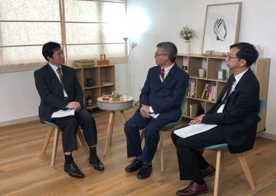 """the three host and guests made a further discussion on the question that """"Does religion affect society or does society affect religion?"""" (PRNewsfoto/Channel One)"""