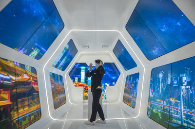 A visitor is experiencing smart tourism in Chongqing Lijia Intelligent Park on September 15, 2020. (Photo by Qi Lansen)