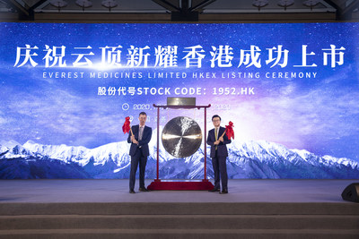 (R-L) Fu Wei, CEO of CBC Group and Chairman of Everest Medicines and Kerry Blanchard, CEO of Everest Medicines celebrate the successful listing of Everest Medicines on HKEX.