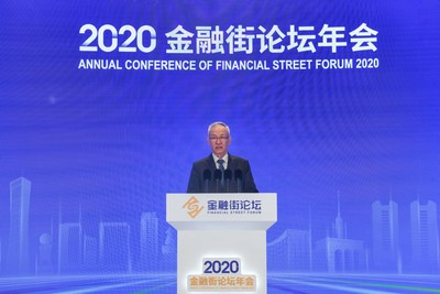 El 21 de octubre de 2020, Liu He, vicepremier chino y también miembro de la Oficina Política del Comité Central del Partido Comunista de China, asistió a la ceremonia de inauguración de la conferencia anual del Financial Street Forum 2020 en Pekín, capital de China. (PRNewsfoto/Xinhua Silk Road)