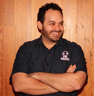 El chef Matt Abdoo (@pigbeachnyc, @mattabdoo) describe su estilo gastronómico como amplio, abarcando desde la cocina italiana de 4 estrellas del New York Times hasta el campeonato de barbacoa a fuego bajo y lento. Recibirá llamadas en la línea directa 1-800-TURKEYS el 25 de noviembre. (PRNewsfoto/Jennie-O Turkey Store)