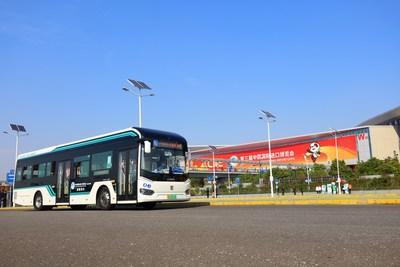 El autobús Sunwin de la serie 9 ha sido designado el traslado para la zona de seguridad de la tercera CIIE (PRNewsfoto/)