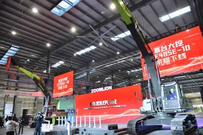 Zoomlion celebra el primer ensamble de una excavadora inteligente en Zoomlion Smart Industrial City (PRNewsfoto/Zoomlion)