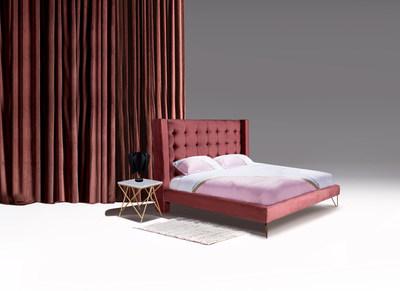 La habitación de Asttrid tiene un estilo sofisticado, femenino y moderno.