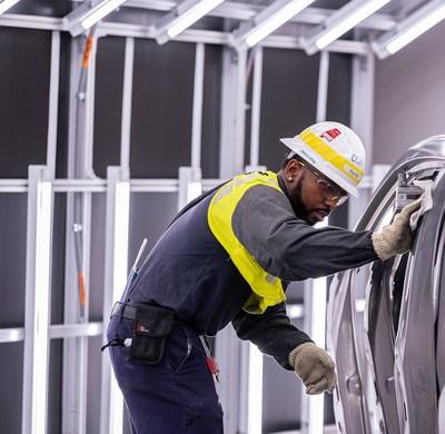 Mazda Toyota Manufacturing comienza la producción del Toyota Corolla Cross 2022 (PRNewsfoto/Toyota)